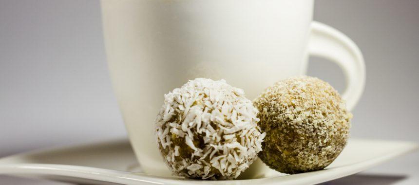 Raw date nut balls